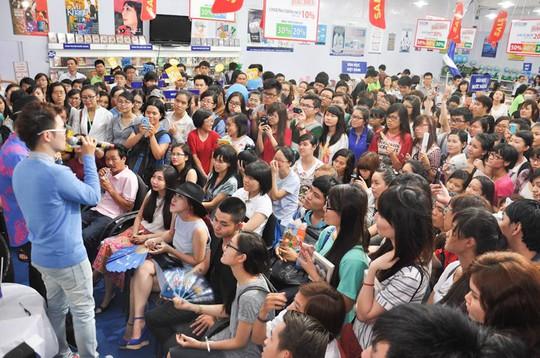 Tác giả trẻ Anh Khang thu hút hàng ngà độc giả đến giao lưu