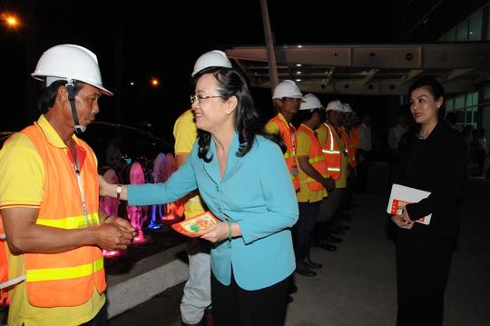 Chủ tịch HĐND TPHCM Nguyễn Thị Quyết Tâm thăm và chúc Tết công nhân của VWS