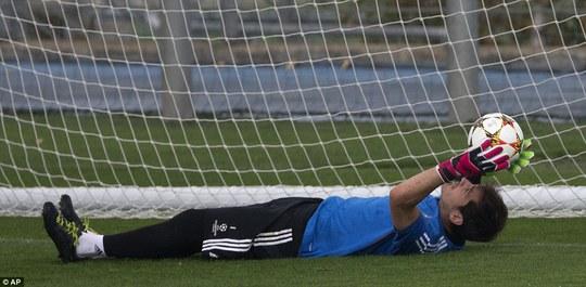 Thủ môn Casillas và đồng đội chuẩn bị trước trận tiếp Liverpool