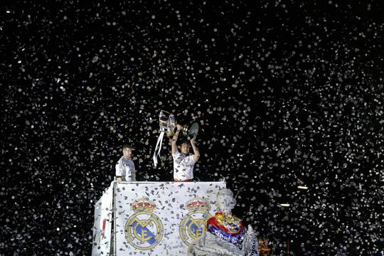 Thủ môn Iker Casilas choáng ngộp trong màn bắn pháo hoa