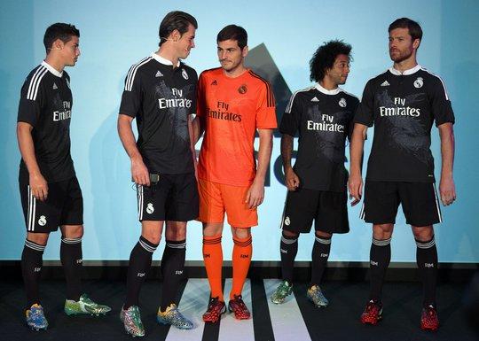 Thêm thủ môn Casillas và Alonso (bìa phải) trong buổi ra mắt trang phục mới