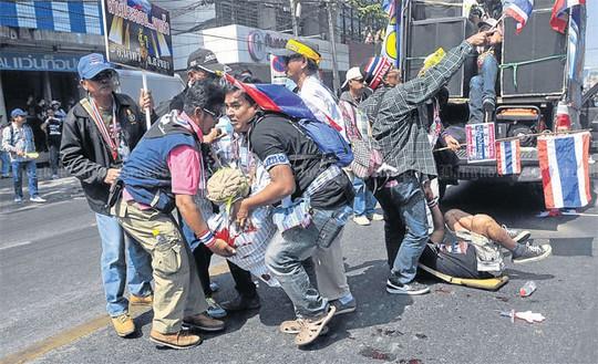 Hiện trường vụ nổ lựu đạn hôm 17-1. Ảnh: Reuters