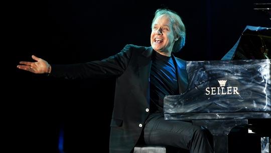 Huyền thoại dương cầm thế giới Richard Clayderman sẽ biểu diễn tại Hà Nội vào tháng 8 tới