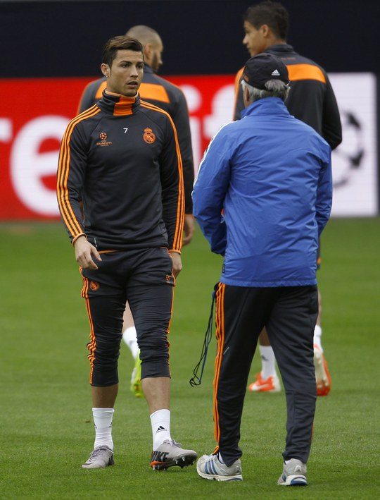 Ronaldo và HLV Ancelotti Ảnh: REUTsER