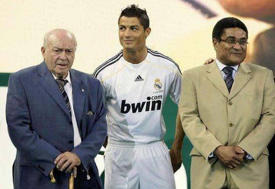 Ronaldo (giữa) và Eusebio (phải)