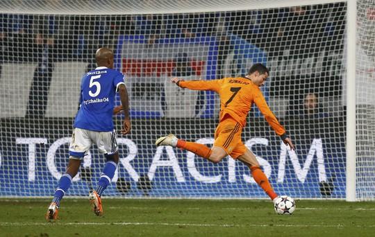 Ronaldo cũng không chịu kém cạnh hai đồng đội Bale và Benzema