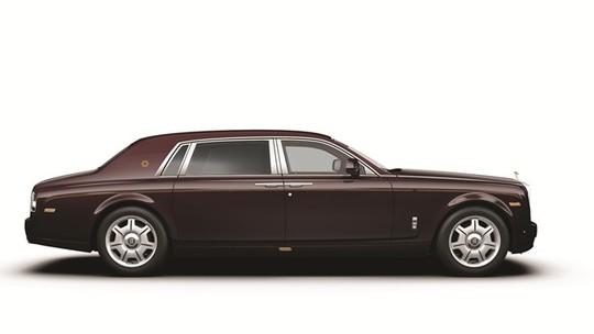 Ngoại thất với màu sơn đặc biệt của Rolls-Royce Phantom Oriental Sun.