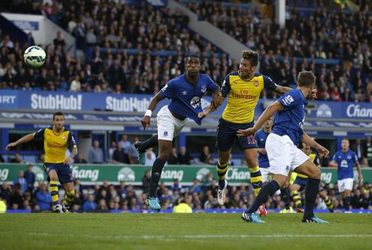 Giroud ghi bàn mang về 1 điểm quý giá cho Arsenal trước Everton