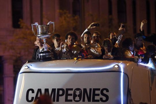 Chiếc cúp vô địch cùng những nhà vua Real