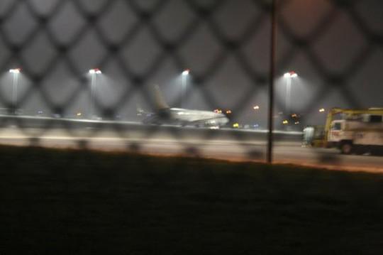 Máy bay chở theo 110 khách hạ cánh an toàn tại sân baySabiha Gokcen. Ảnh: Reuters