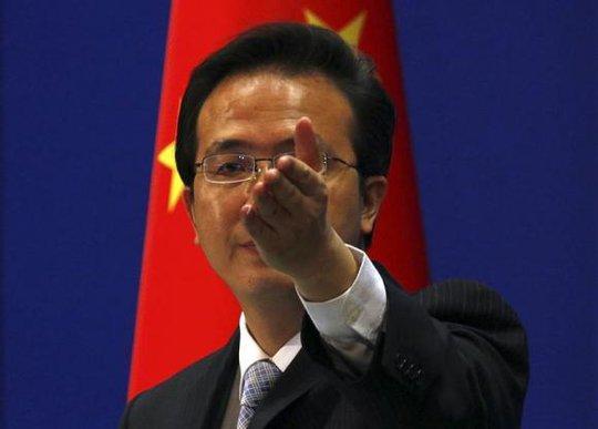 Hồng Lỗi, phát ngôn viên Bộ Ngoại giao Trung Quốc. Ảnh: Reuters