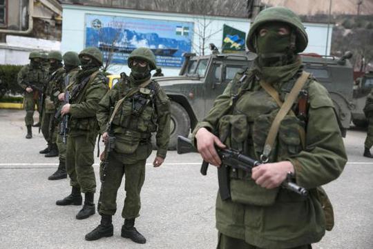 Lực lượng vũ trang kiểm soát nhiều nơi ở Crimea. Ảnh: Reuters