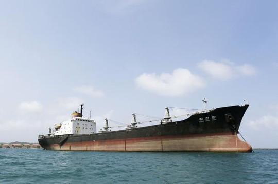 Tàu Chong Chon Gang của Triều Tiên. Ảnh: Reuters