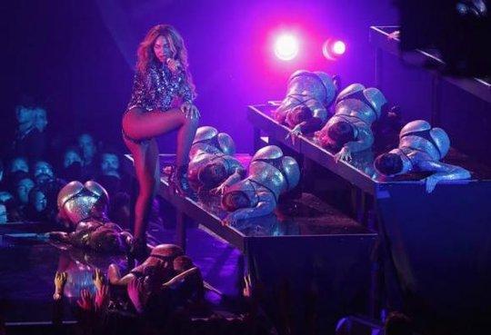 """Beyonce """"đẩy lùi"""" Madonna và Taylor Swift"""