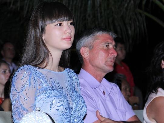 """Vẻ đạp của """"Thiên thần bóng chuyền"""" Sabina Altynbekova trong đêm 3-11"""