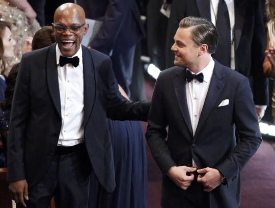 Diễn viên Samuel L.Jackson trò chuyện cùng Leonardo DiCaprio