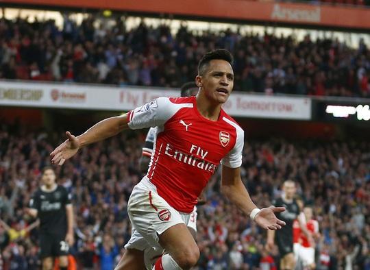 Tiền đạo Sanchez có phong độ cực tốt trong màu áo Arsenal mùa này