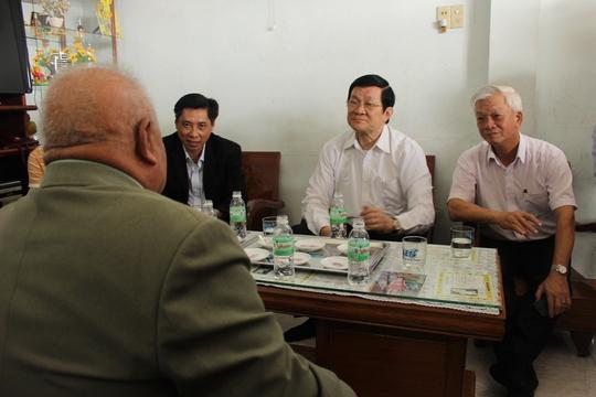 Chủ tịch nước Trương Tấn Sang thăm gia đình ngư dân Trần Văn Đạt có truyền thông đánh bắt xa bờ
