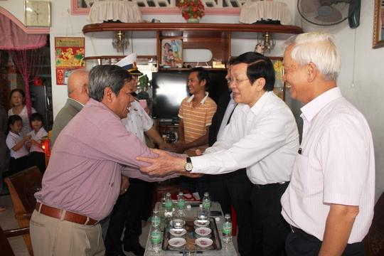 Chủ tịch nước Trương Tấn Sang động viên ngư dân vươn khơi bám biển