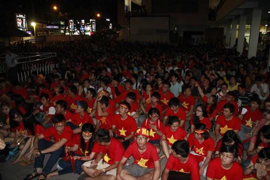 CĐV ở TP HCM thẫn thờ sau trận thua của U19 Việt Nam