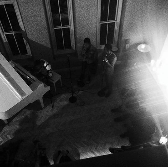Cảnh trong buổi tiệc nhà Selena