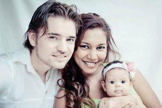 Diễn viên Malaysia tử nạn trên MH17 cùng chồng con