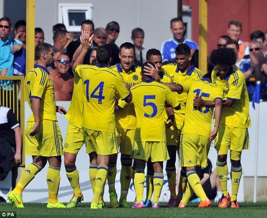 Chelsea ra mắt áo thi đấu của mùa giải mới