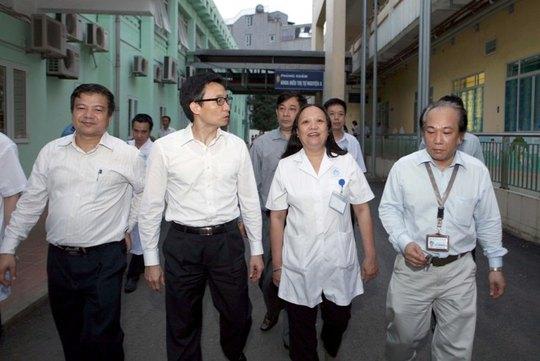Phó Thủ tướng Vũ Đức Đam thị sát, trực tiếp tìm hiểu bệnh sởi