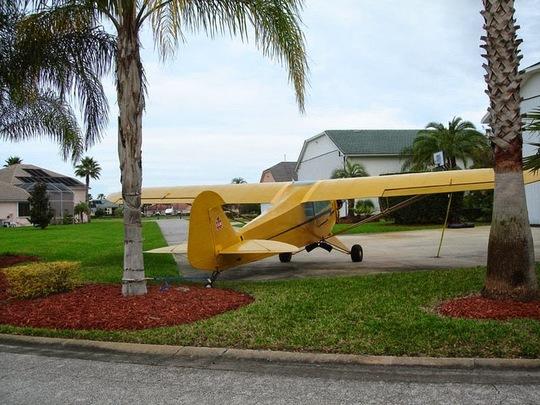 Máy bay được nhìn thấy khắp nơi ở thị trấn.