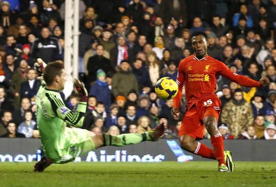 Liverpool có cuộc lội ngược dòng nghẹt thở trước Fulham để thu ngắn cách biệt với nhóm đầu bảng