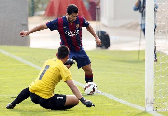 Suarez ghi bàn cho Barcelona B