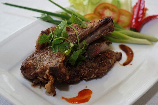 Thịt cừu nướng là một trong những đặc sản nổi tiếng của vùng đất nắng gió này. Ảnh: Hu Pa.