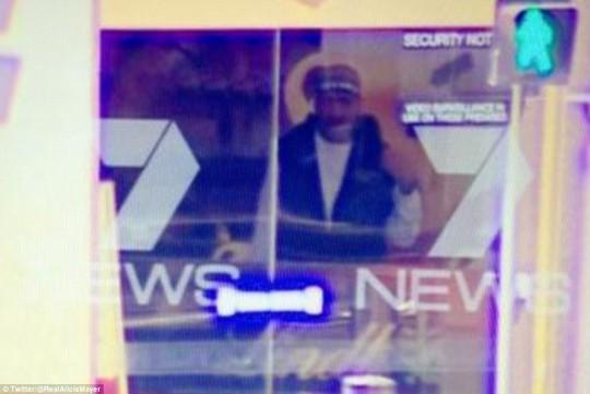 Một người được cho là kẻ bắt giữ con tin. Ảnh: Daily Mail