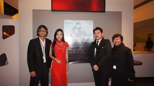 Đại diện nhà sản xuất và thành viên đoàn phim Nước tham dự Liên hoan phim quốc tế Berlin