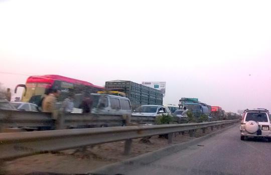 Xảy ra tắc đường nghiêm trọng kéo dài hơn 2km
