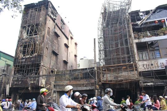 5 căn nhà mặt tiền và 3 nhà phía sau bị thiệt hại nặng về tài sản sau đám cháy
