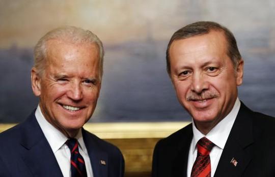 Phó tổng thống Mỹ Joe Biden và Tổng thống Thỗ Nhĩ Kỳ Tayyip Erdogan. Ảnh: Reuters