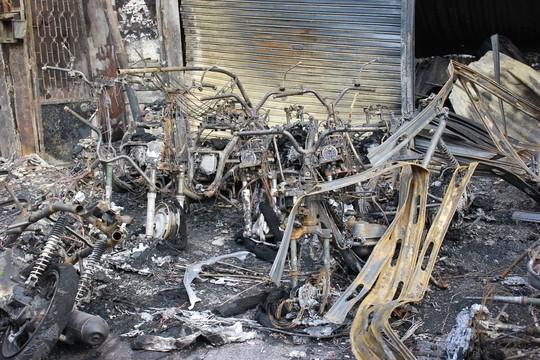 Xe máy bị cháy thành tro sau vụ hỏa hoạn