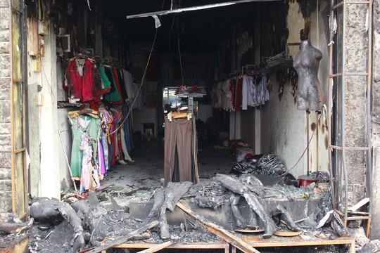 Cửa hàng thời trang bị thiệt hại sau vụ cháy