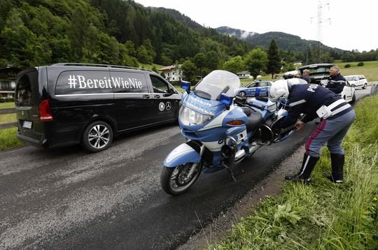 Cảnh sát Ý phong tỏa hiện trường vụ tai nạn