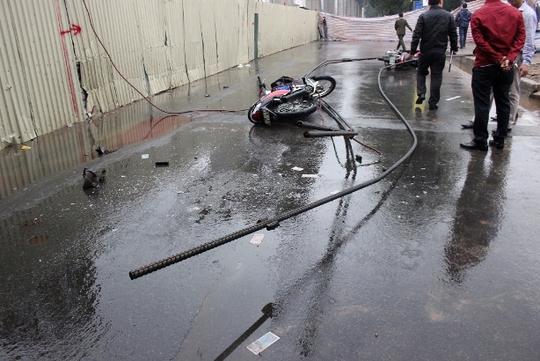 Hiện trường vụ tai nạn rơi thanh sắt khi đang thi công dự án đường sắt đô thị tuyến Cát Linh - Hà Đông khiến 1 người chết, 2 người bị thương ngày 6-11 vừa qua