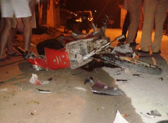 Chiếc xe máy nát bét sau vụ tai nạn
