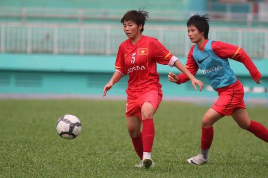 Các tuyển thủ nữ tập luyện trước ngày tranh giải