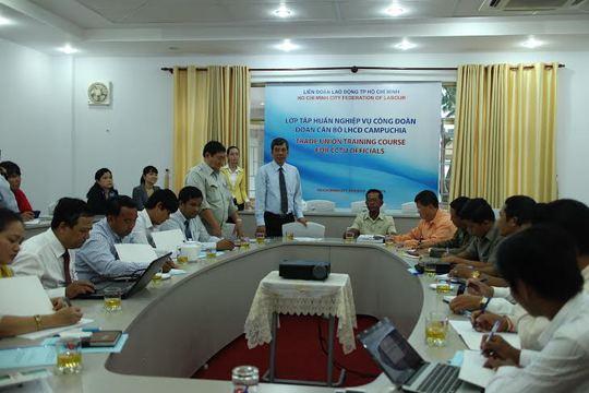 Cán bộ Liên hiệp Công đoàn Campuchia tại buổi tập huấn