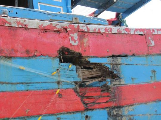 Tàu cá ĐNa 90152 bị hư hỏng nặng khi bị tàu Trung Quốc đâm
