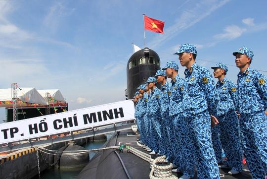 Các chiến sĩ Hải quân đã sẵn sàng cho Lễ thượng cờ quan trọng