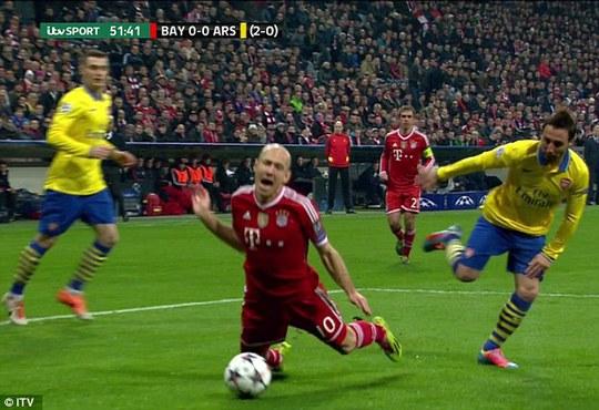 Tình huống ăn vạ quá rõ ràng của A. Robben