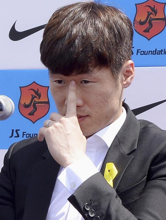 """Cựu tiền vệ """"3 phổi"""" của M.U treo giày ở tuổi 33"""