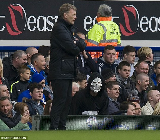 HLV Moyes trong trận thua Everton hôm 20-4
