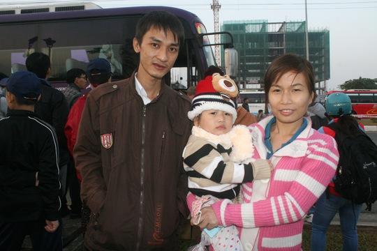 Niềm hạnh phúc của vợ chồng anh Nguyễn Bá Dương khi được về quê ăn Tết ẢNH; VĨNH TÙNG